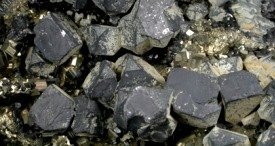 今年の成長軌道を取り戻すための鉛の世界的鉱山生産